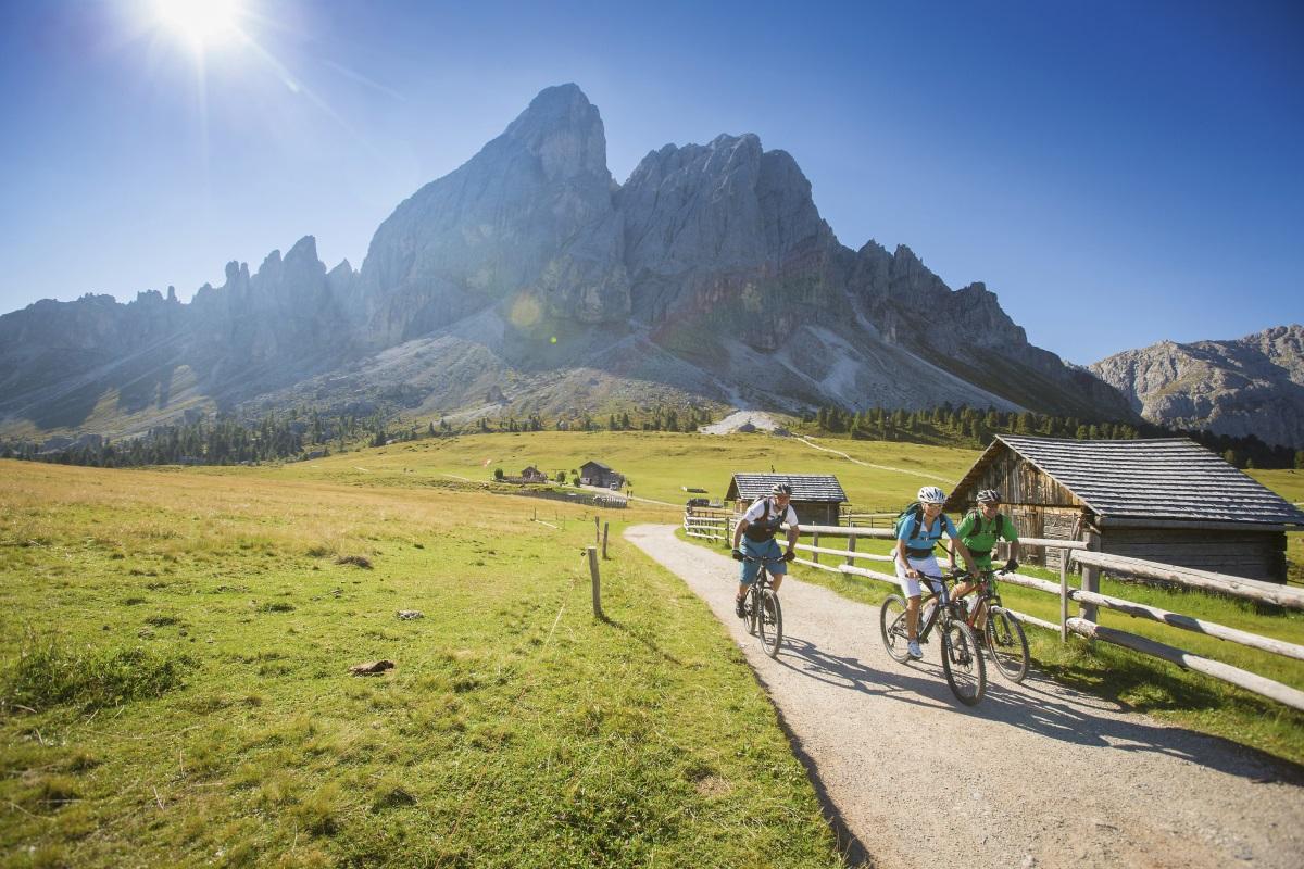 urlaub in südtirol, Radfahren und Panorama im Urlaub Dolomiten Italien